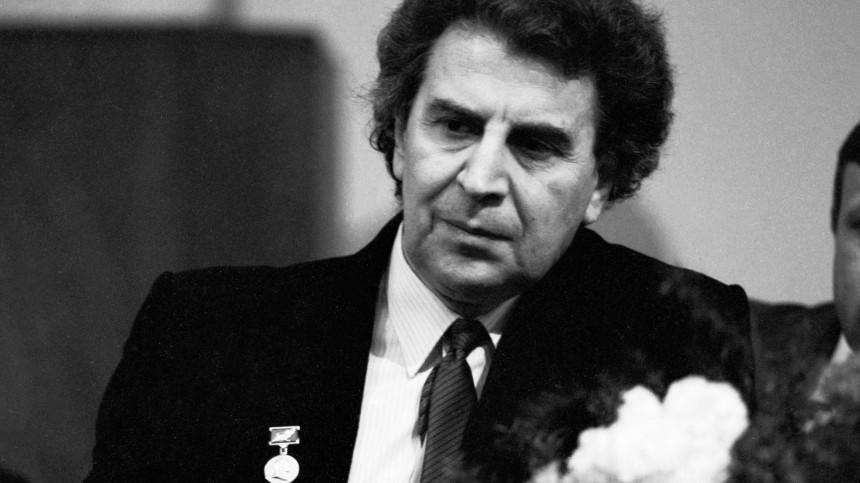 Умер автор «народной» греческой мелодии «Сиртаки» Микис Теодоракис