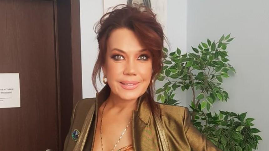 Азиза прокомментировала скандал сразоблачением еемолодого мужа