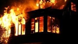 Крупный пожар вСвердловской области стеной приближается кмногоэтажкам