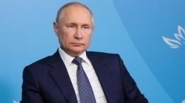 Путин принял участие вподписании пяти важных международных документов наВЭФ