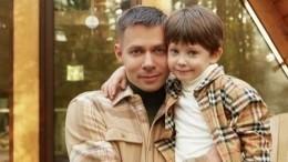 Семилетнему сыну Пьехи сменили прическу после избиения