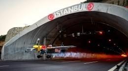 Итальянец первым вмире пролетел через два автомобильных тоннеля ипопал навидео