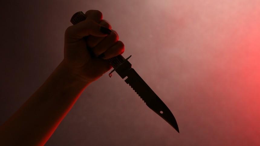 Учительница изревности пыталась зарезать 17-летнего любовника вТатарстане
