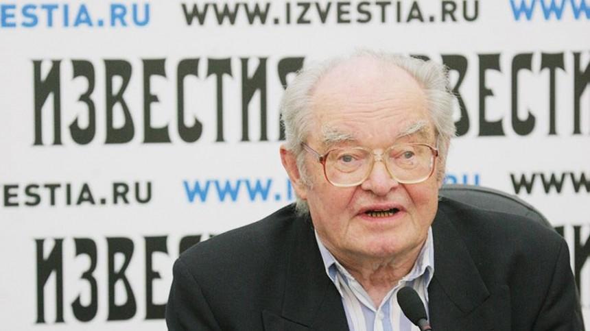 Умер известный журналист «Известий» Леонид Камынин