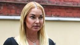 Экс-солистка «Стрелок» пожаловалась напрессинг из-за скандала сВолочковой