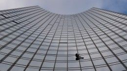 «Человек-паук» с11-й попытки покорил главный офис французских нефтяников