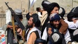 Афганские журналисты обвинили талибов внарушении обещаний уважать свободу СМИ