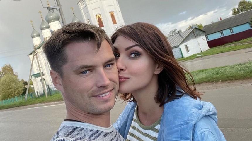 Показал крутость: муж Макеевой приехал насуд сэкс-женой начужом Mercedes