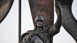 ВПетербурге торжества вчесть 800-летия Александра Невского завершились салютом