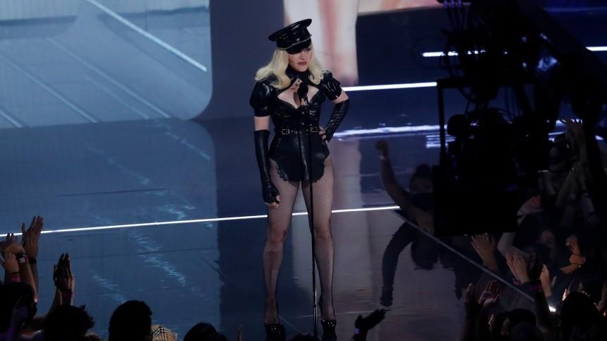 Мадонну раскритиковали запоявление вкостюме порнозвезды навручении премии