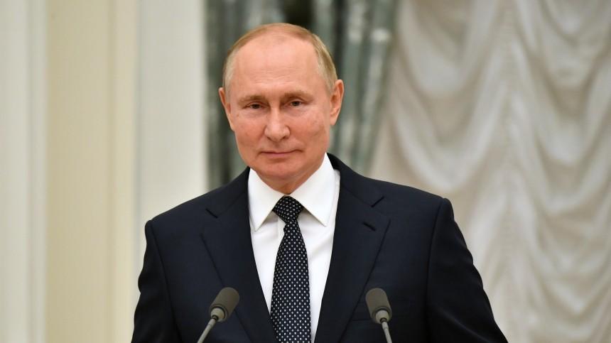 Владимир Путин сообщил особлюдении имрежима самоизоляции