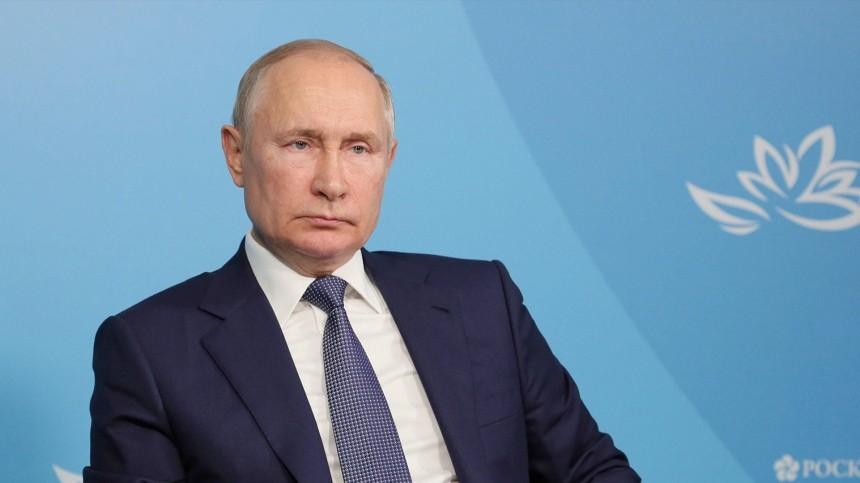 Песков сообщил осостоянии соблюдающего режим самоизоляции Путина
