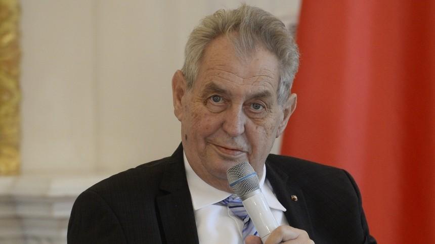 Президент Чехии Милош Земан доставлен ввоенный госпиталь