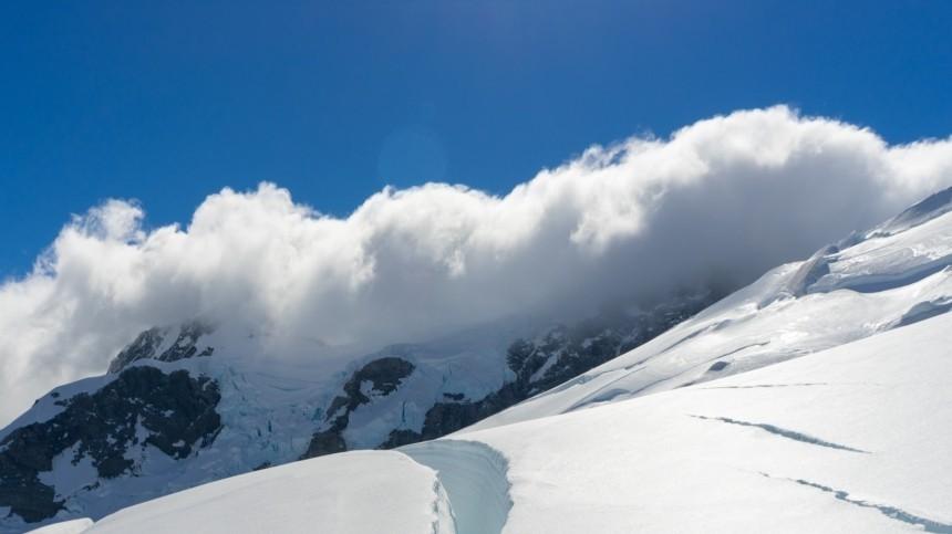 Один человек погиб идвое пострадали при сходе ледника вКЧР