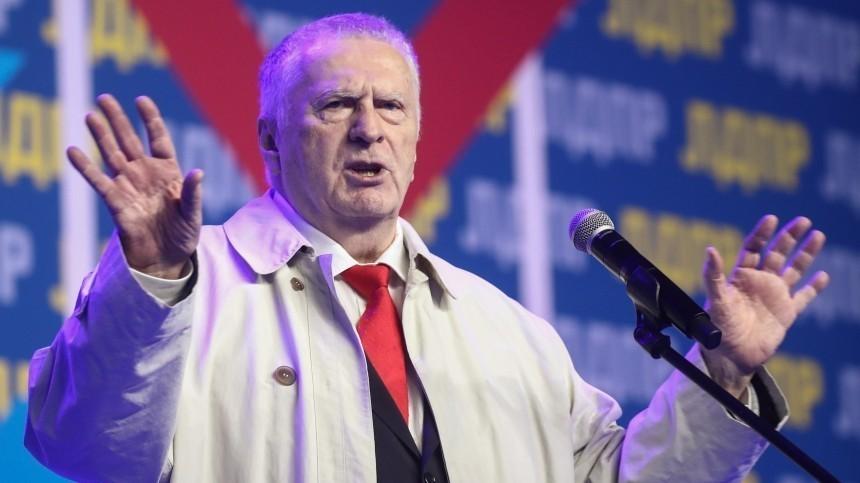 Владимир Жириновский потерял штаны посреди выступления нателедебатах