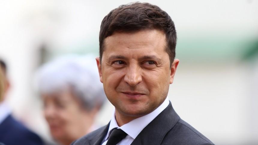 Зеленский наградил Меркель заспасение Украины от«военного вторжения РФ»