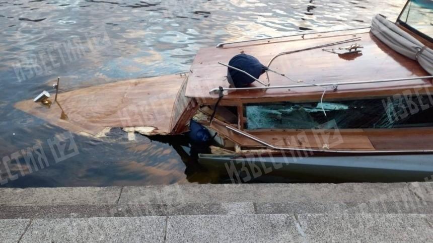 СКР назначил проверку после столкновения катера сопорой моста вПетербурге