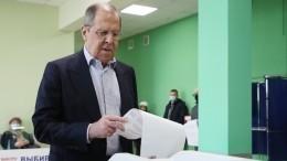 Сергей Лавров проголосовал навыборах вГосдуму РФвмосковской школе