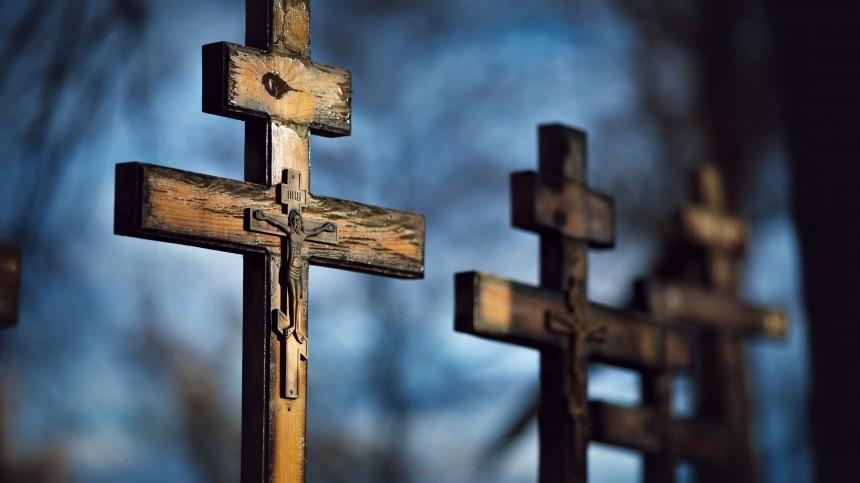 Мужчина скончался наВаганьковском кладбище вгодовщину смерти жены