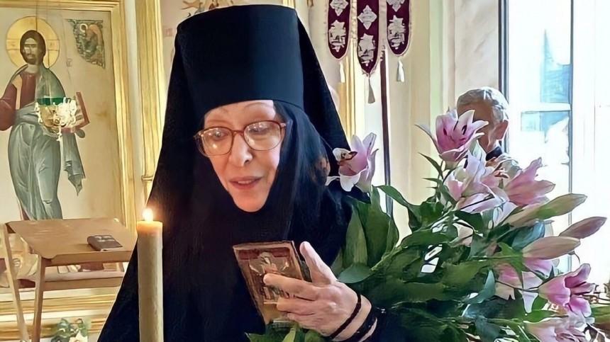 Сын ушедшей вмонастырь Васильевой назвал отца Михаила Ефремова «пьянью»