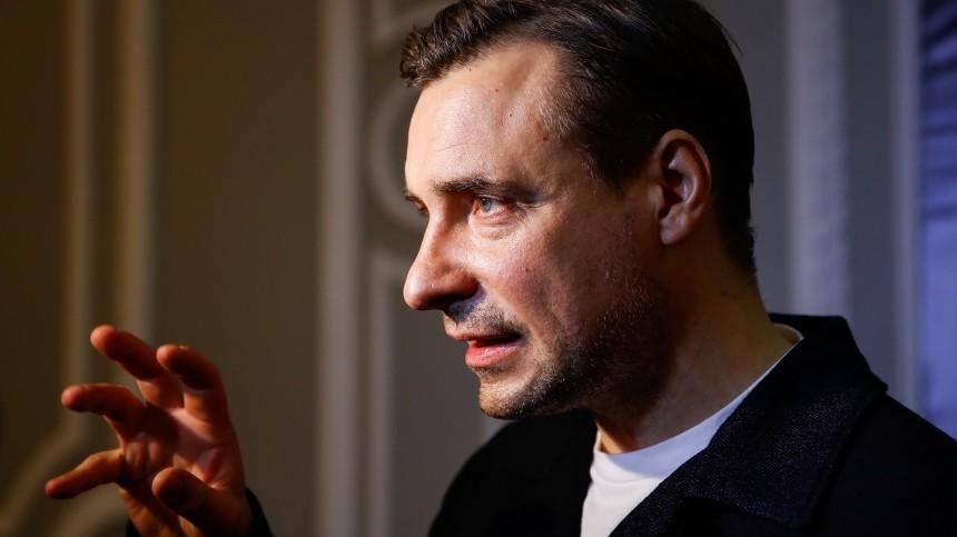 Евгений Цыганов резко сменил имидж перед приходом на«Кинотавр»