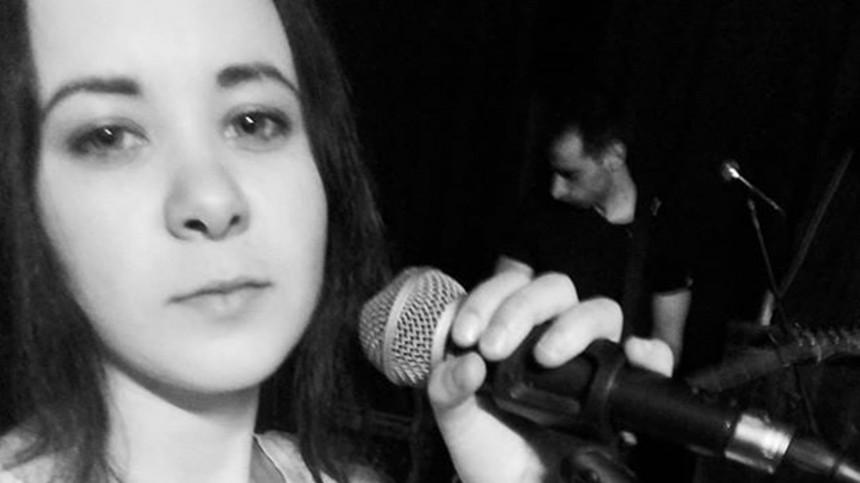 Известную 24-летнюю рок-певицу нашли задушенной вванной