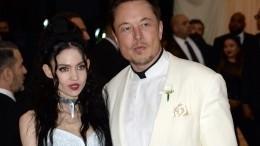 Илон Маск продолжил жить вместе спевицей Граймс после расставания