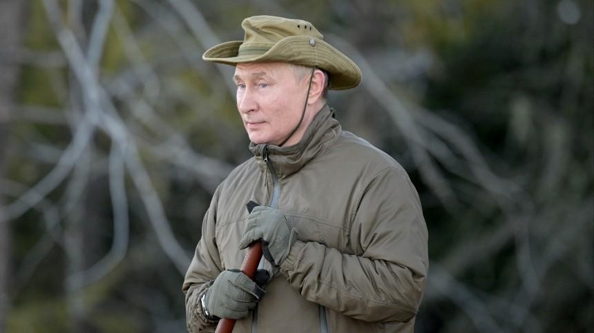 Песков рассказал, кто обеспечивал безопасность Путина наотдыхе втайге