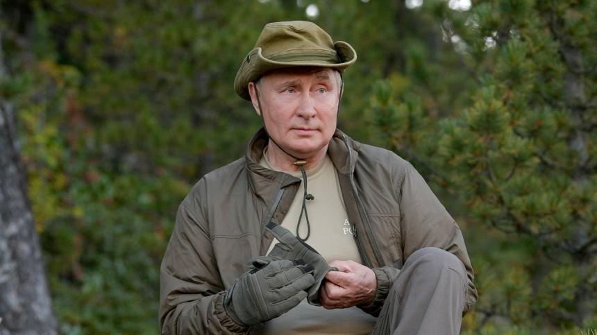 Британцы сравнили экстремальный отдых Путина втайге сразвлечениями Байдена