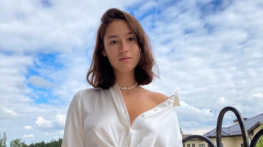 Неловко: 19-летняя дочь Немцова загод успела развестись иснова найти любовь