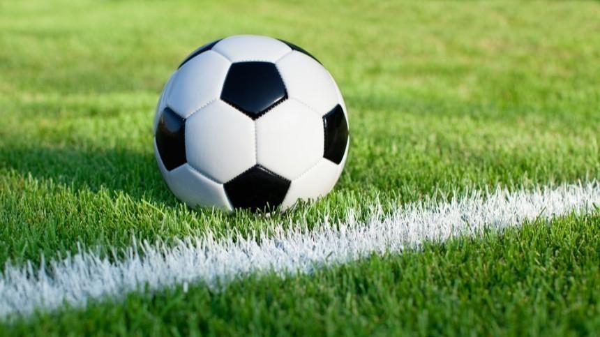 Стенд упал насудей перед матчем чемпионата Бразилии