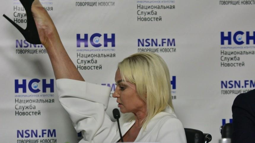 Волочкова в«свадебном» костюме показала лоно любви: «Падший белый лебедь»
