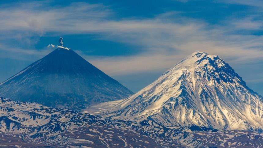 Спасатели ищут попавшего в«черную пургу» альпиниста навулкане Ключевской