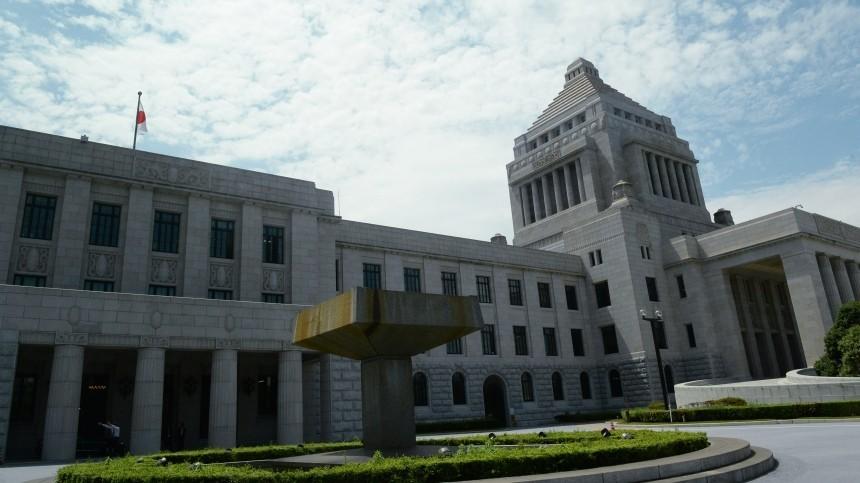 Правительство премьер-министра Японии ушло вотставку