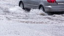 Сильнейшие ливни подтопили улицы Махачкалы— последствия попали навидео