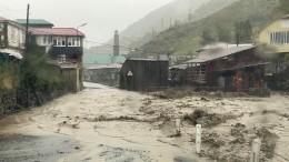 Автомобили плывут, дворы под водой: как выглядит затопленная ливнями Махачкала