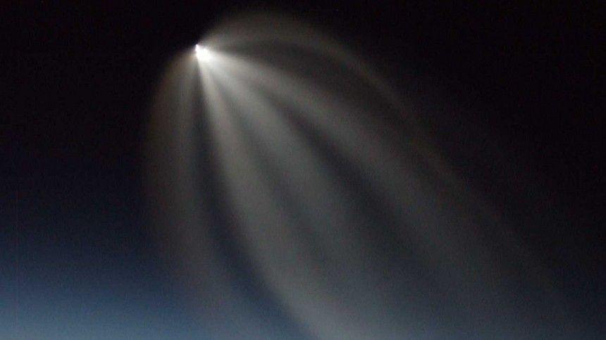 Вночном небе над Бишкеком засняли НЛО: «Поэтому соцсети легли?»