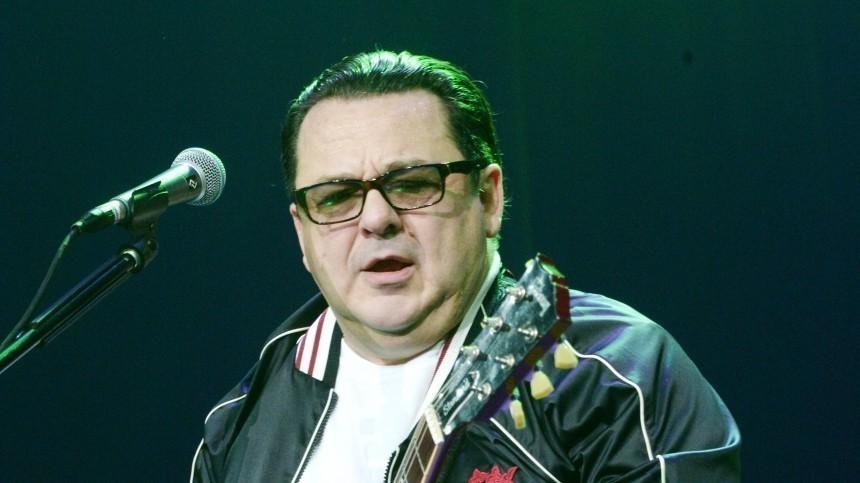 Саруханов раскрыл, что поется вего песне: «скрипка-лиса» или «скрип колеса»