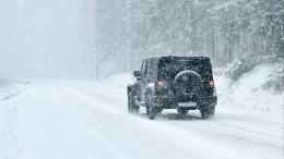 Снег игололед превратили трассы Сибири вкаток