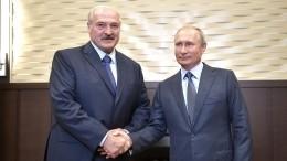 Александр Лукашенко поздравил Владимира Путина сднем рождения