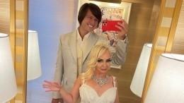 Прохор Шаляпин распорядился поместить наурну спрахом жены ихобщее фото