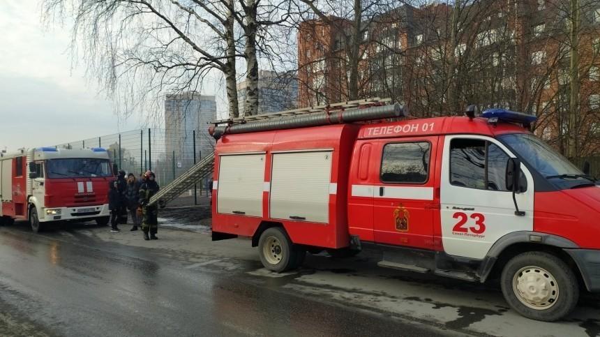 Тела двух людей нашли после пожара насевере Петербурга