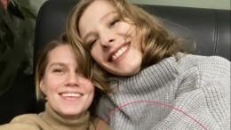 Воссоединение «сестер»: Арзамасова порадовалась, что хоть какую-то семью видит