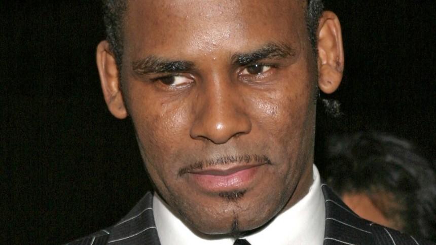 Обвиненный вторговле людьми рэпер R.Kelly начал сдавать других звезд