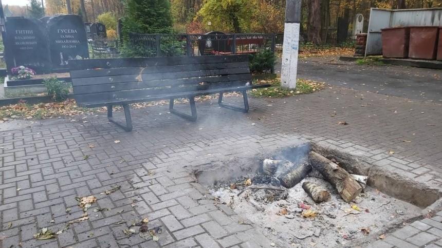 Вандалы сожгли лавочку умогилы Виктора Цоя