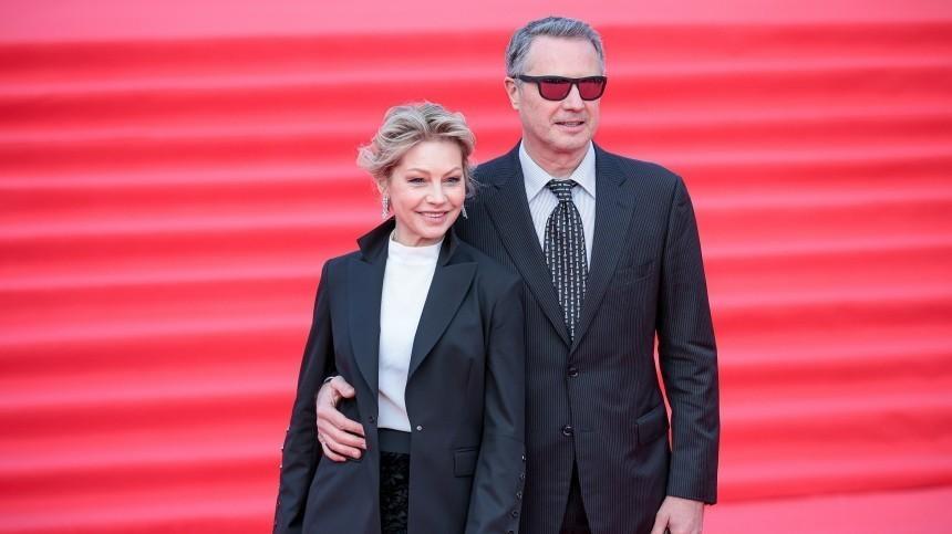 Бабенко пришла напремьеру французского фильма с«импозантным мужчиной»