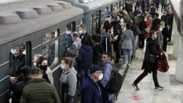 Стали известны подробности драки вмосковском метро, где пассажиры заступились задевушку
