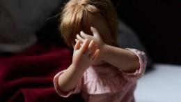 Мать насутки заперла четверых детей вгрязной квартире без еды иушла