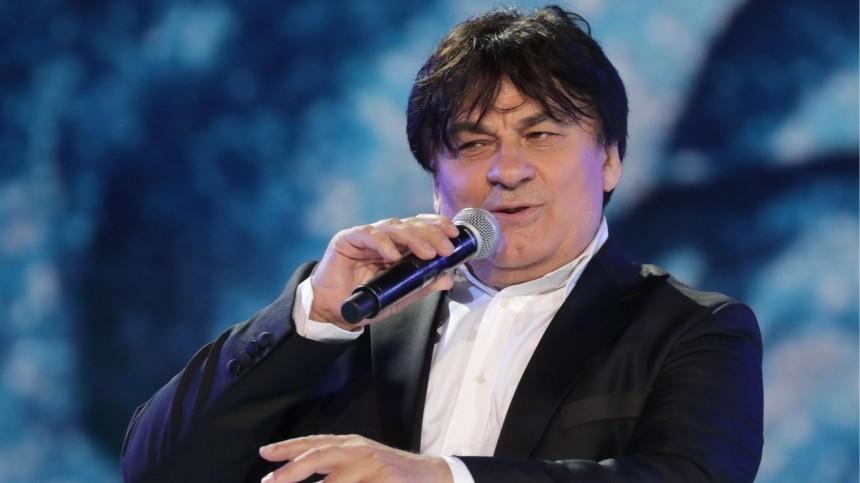 Концерты Серова перенесли нафевраль из-за тяжелого течения COVID-19 упевца