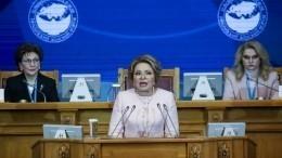 Путин заявил, что женщины недолжны стоять перед выбором: семья или карьера